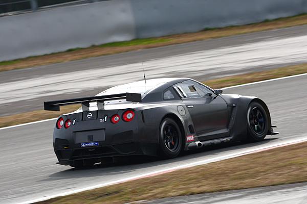 NISSAN GT-R FIA GT ③.jpg