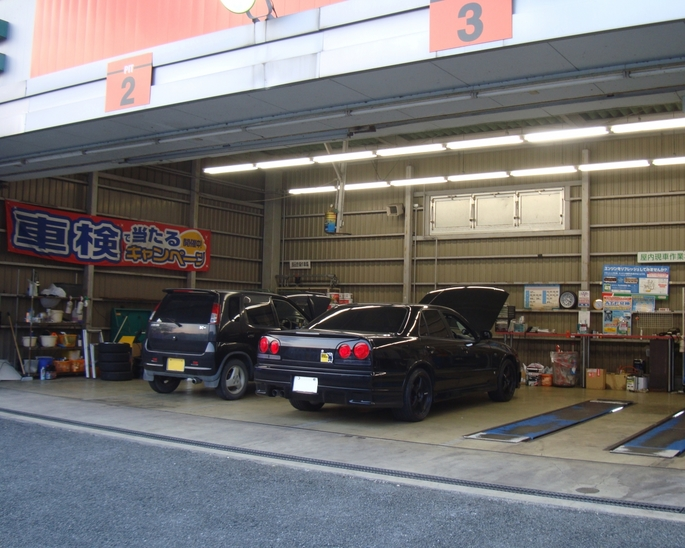 SKYLINE'11_engine oil exchange.jpg
