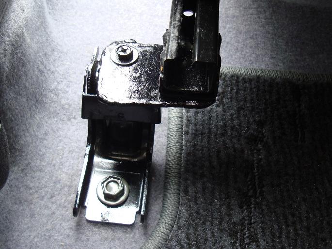 seat bracket2.JPG